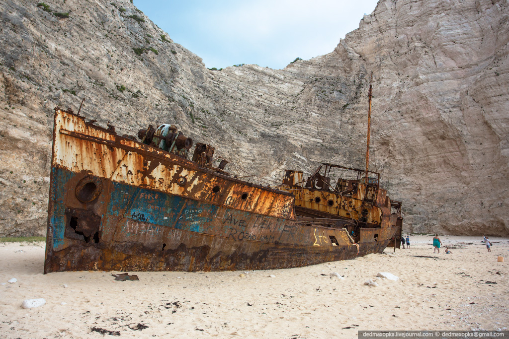 Navagio-Bay_the-wreck