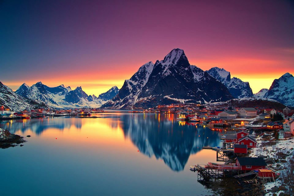 midnight-sun-in-lofoten-norway